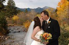 Creekside fall mountain wedding in Estes Park, Colorado. Great outdoor wedding kiss picture idea!