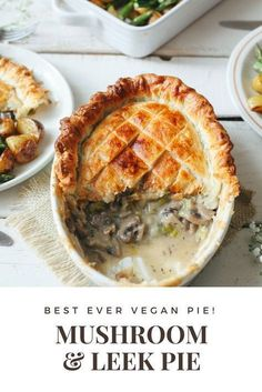Delicious Savoury Vegan Mushroom and Leek Pie Recipe Looking for the perfect vegan pot pie recipe for dinner? This delicious savoury vegan mushroom and leek pie will appeal to both vegans and meat-eate… Vegan Pot Pies, Vegan Dishes, Vegetarian Pie, Vegan Pies Savoury, Vegetarian Mushroom Recipes, Vegetarian Italian, Vegetarian Recipes Dairy Free, Family Vegetarian Meals, Vegan Quiche