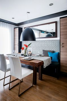 Salle à manger: 5 looks Banquette Seating In Kitchen, Dining Room Bench, Kitchen Benches, Dining Nook, Dining Room Design, Kitchen Nook Table, Booth Seating In Kitchen, Kitchen Booths, Kitchen Living