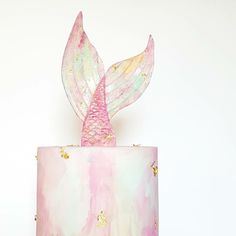 Make a birthday splash with the Mermaid party trend. This is a stunning pastel pink and gold foil mermaid tail cake. Mermaid party food and cake inspiration to compliment to the Bee Box Parties Mermaid Collection.