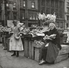 Fruit and vegetable women, Dublin, Dublin Street, Dublin City, Old Irish, Irish Celtic, Old Pictures, Old Photos, Images Of Ireland, Photo Engraving, Ireland Homes