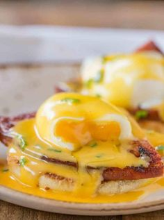 Perfectly Easy Eggs Benedict made with a foolproof vinegar free poaching method with luxurious hollandaise sauce and ham steaks on an English muffin. Healthy Meals For Two, Healthy Dessert Recipes, Egg Recipes, Brunch Recipes, Breakfast Recipes, Breakfast Ideas, Breakfast Casserole, Savoury Recipes, Simple Recipes