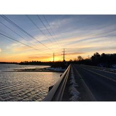 Running toward the sun #islandlife #winter #sunrise #mainemorningrun