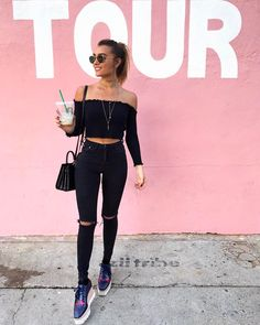 Casual all black outfit.