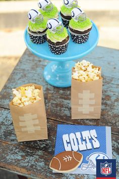 These DIY popcorn bags are an easy way to add some style to your Colts homegating party. (via Pink Peppermint Design)
