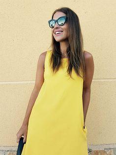 Este verano está claro que el amarillo ha sido uno de mis colores estrella… Antes de irme de vacaciones os deje en el blog un par de looks con este color como protagonista y aquí traigo uno más… Esta vez en un vestido corto de línea muy recta, en un amarillo muy chillón de MANGO. […]