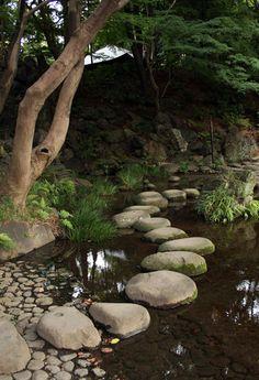 [Koishikawa Kourakuen 小石川後楽園 (Tokyo)]sawatobi 沢飛::Lit. marsh crossing. A path made of stepping stones (*tobi-ishi 飛石) placed in a shallow garden pond or stream. The stones (called sawatobi-ishi 沢飛石) serve to extend a path across the watercourse, often leading to a central island (nakajima 中島). ...