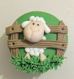 Cupcakes are small cakes, designed to serve one person. Below you will can see some cute and funny creative cupcake designs that your little ones will love. Sheep Cupcakes, Sheep Cake, Animal Cupcakes, Easter Cupcakes, Easter Cookies, Sheep Fondant, Fondant Toppers, Cupcake Toppers, Fondant Cake Tutorial