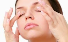 Want to get rid of dark circles under eyes fast? Here we provided some powerful tips to reduce dark circles/puffy eyes including easy home remedies. Reduce Dark Circles, Dark Circles Under Eyes, Yoga Facial, Tan Removal, Eye Sight Improvement, Eye Lift, Tired Eyes, Puffy Eyes, Natural Treatments