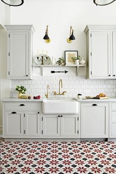 Kitchen Trends That Will Be Huge in 2019 Love these statement kitchen floor tiles? Check out more of our favorite kitchen design trends for these statement kitchen floor tiles? Check out more of our favorite kitchen design trends for Kitchen Ikea, Kitchen Flooring, New Kitchen, Kitchen Dining, Kitchen Decor, Design Kitchen, Kitchen Layout, Rustic Kitchen, Tile Floor Kitchen