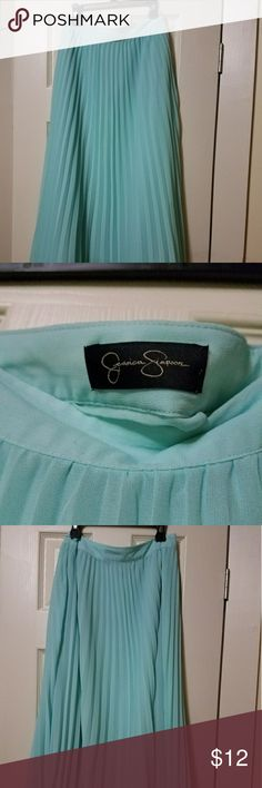 Jessica Simpson flirty knee length skirt Jessica Simpson flirty knee length skirt, skirt is pleated with side zip, mint green in color...waist measurement is 32 inches and it is 30 inches in length. Jessica Simpson Skirts Midi