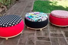 Creative DIY chair from an old tyre / tire Tire Seats, Tire Chairs, Tyres Recycle, Upcycle, Tire Ottoman, Tire Craft, Tire Furniture, Recycling Furniture, Old Tires