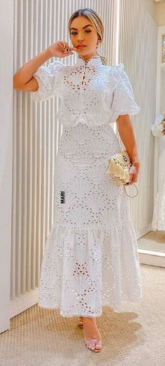 African Wear Dresses, Latest African Fashion Dresses, African Attire, Elegant White Dress, Classy Dress, Classy Outfits, Lace Dress Styles, Short Lace Dress, Lace Skirt