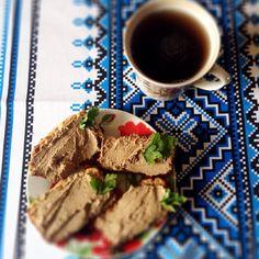 """На завтрак бутеры с паштетом рецепт хлеба писала на предыдущих фото, паштет: куриную печень обжарить на сковороде, посолить. В чашу блендера добавить 2 ст л мягкого творожка, печень и одно яйцо (сваренное вкрутую). Хорошенько """"проблендерить"""")) если нужно, досолить и приправить еще. Советую, очень вкусный #дд #дюкан #диетадюкана #худею #зож #пп #чередование #чб"""