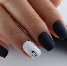 Semi-permanent varnish, false nails, patches: which manicure to choose? - My Nails Cute Acrylic Nails, Acrylic Nail Designs, Cute Nails, Pretty Nails, Nail Art Designs, Glitter Nails, Hair And Nails, My Nails, Minimalist Nails