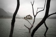 The relics of a 16th-century church built by Spanish colonisers has emerged from a reservoir in the south of Mexico.