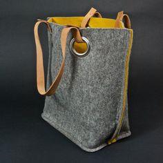 Grijze vilten tas mostergeel gevoerd 45x36 cm
