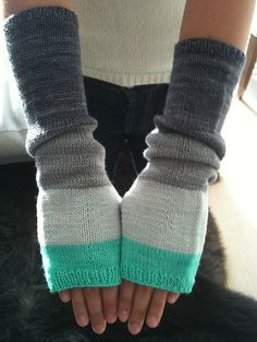 :: BROOKLYN :: knit by Poulours. Pattern: Colorblock Handwarmers  by Purl Soho
