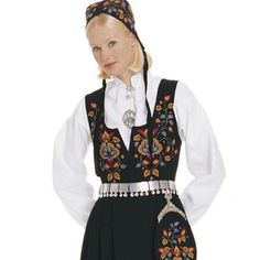 Vladres, Norway women's outfit from Norksflid.no