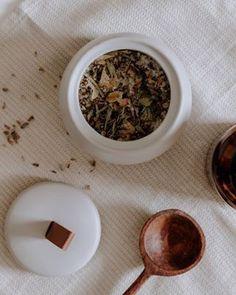 DIY Deko: Schnell und einfach Papierblumen basteln Jute Crafts, Decor Crafts, Diy And Crafts, Homemade Lemonade, Diy Blog, Toy Craft, Creative Food, How To Dry Basil, Diy Gifts