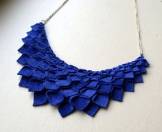Felt necklace. Looks super easy - cut, fold, assemble.