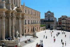 Piazza in Syracuse Siracusa visit while staying at Essential Italy's holiday apartments in Sicily