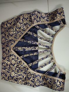 50 Latest sleeves design for kurti to try in 2019 Saree Blouse Neck Designs, Fancy Blouse Designs, Kurti Neck Designs, Dress Neck Designs, Neck Designs For Suits, Stylish Blouse Design, Designer Blouse Patterns, Blouse Models, Sewing