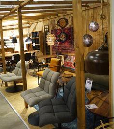 Grijze fauteuils, Perzische kleden en mooie hanglampen. Zen Lifestyle is gevestigd in Wijchen bij Nijmegen en heeft showroom van 10.000 m². Natuurlijk vind je in onze winkel onze eigen producten, zoals ons aanbod vintage en retro banken, onze topsellers, zoals het vintage tv-dressoir Stan. Maar ook hebben wij de mooie collectie van Zuiver en Duchtbone en vind je er nog veel meer topmerken, zoals Be Pure, JouwMeubel, UrbanSofa, Fatboy, Makkii, Woood etc.