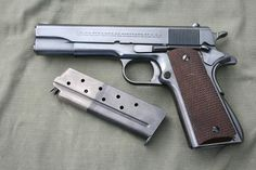Colt 1911, 38 super. ^ https://de.pinterest.com/magnumw/firearms/