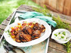 Grillad kycklinglårfilé med morötter och rödlök