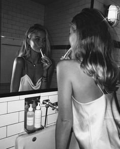 I love this fine b and w people photo! Black And White Picture Wall, Black N White, Black And White Pictures, Gray Aesthetic, Black And White Aesthetic, Aesthetic Girl, White Photography, Photography Poses, White Aesthetic Photography