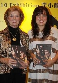 Bruce Lee Wife and Daughter | Bruce Lee's wife and daughter unveiled an exhibition