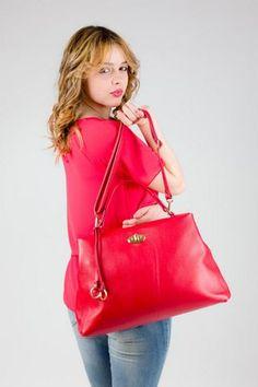 Borsa in vera pelle, modello shopping con tracolla, colore rosso. MADE IN ITALY http://www.brendatelier.it/prodotto.asp?st=primavera_estate_2015&tag=borsa_pelle_shopping_tracolla__L-BO258&col=rosso&lang=it