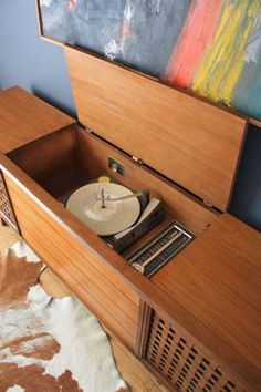 Looking for a vintage stereo console.