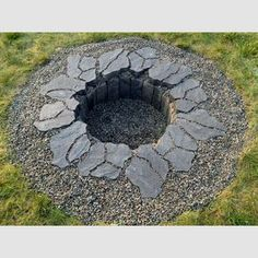 50 DIY Fire Pit Design Ideas, Bright the Dark and Fire the Bored DIY fire pit designs ideas – Do you want to know how to build a DIY outdoor fire pit plans to warm your autumn and make s'mores? Find inspiring design ideas in this article. Fire Pit Ring, Diy Fire Pit, Fire Pit Backyard, Backyard Patio, Backyard Landscaping, Backyard Ideas, Backyard Seating, Landscaping Ideas, Outdoor Fireplace Plans
