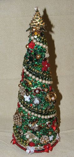 Emerald Vintage Xmas Jewelry Tree by sonyaart on Etsy