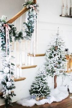 All-White Christmas Home Decor Ideas How to turn your home into a winter wonderland? Go for all-white Christmas decor! White is a timeless color that fits any settings and styles, Decoration Christmas, Farmhouse Christmas Decor, Rustic Christmas, Xmas Decorations, Vintage Christmas, Decoration Crafts, Victorian Christmas, Christmas Decorating Themes, Christmas Decorations For Outside