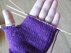 """Slíbila jsem vložit návod mojí maminky na pletené prstové rukavice. Je velmi těžké předat na """"papír"""" něco, co jsem dostala """"live"""" od maminky..."""