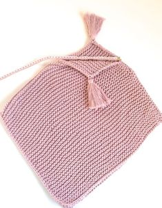 Come lavorare a maglia un poncho facile , # weavemodelsandconstructions Crochet Diy, Crochet Poncho, Filet Crochet, Crochet Bikini, Baby Knitting Patterns, Knitting Stitches, Crochet Patterns, Baby Poncho, Kids Poncho