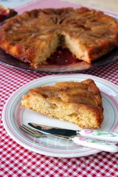 Η συνταγή αυτή, υπάρχει στο τετράδιο συνταγών μου σχεδόν 30 χρόνια. Είναι μια συνταγή που την έχω φτιάξει πάρα πολλές φορές, αφού άρεσε στ... Apple Deserts, Greek Desserts, No Bake Cake, Sweet Recipes, French Toast, Food And Drink, Pie, Tasty, Sweets