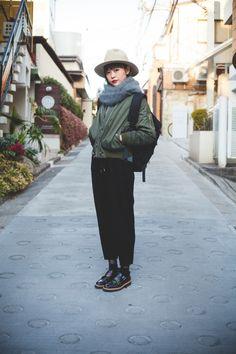 Japanese Fashion, Asian Fashion, Tokyo Fashion, Street Fashion, Japan Street, Cold Weather Outfits, Green Coat, Street Style Looks, Asian Style