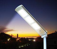 Lampione ad energia solare a led, 2000 lumen di intensita luminosa, scopri di più sul sito