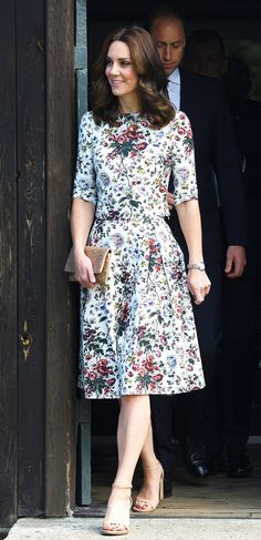 All of Kate Middleton's Looks on the 2017 Poland/Germany Tour Estilo Kate Middleton, Kate Middleton Dress, Princess Kate Middleton, Kate Middleton Prince William, Kate Middleton Style, Royal Fashion, Fashion Photo, Casual Dresses, Summer Dresses