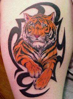 Tatouage homme tribal tigre mollet