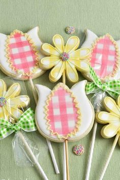 Gingham Flower Cookies You searched for Daffodil cookies Mother's Day Cookies, Summer Cookies, Iced Cookies, Brownie Cookies, Cupcake Cookies, Cupcakes, Cookie Tutorials, Cake Decorating Tutorials, Cookie Decorating