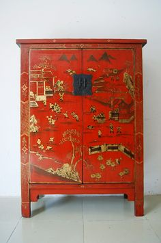 Love this repainted chinese antique cabinet with red lacquer #chinesesttle #orientalstyle #chinesefurniture