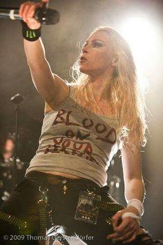Chica Heavy Metal, Heavy Metal Girl, Heavy Metal Music, Heavy Metal Bands, Angela Gossow, Taylor Momsen, Women Of Rock, Rocker Girl, Arch Enemy