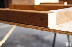 Piece fastened with screw Outdoor Bar Table, Outdoor Stools, Table Bar, Outdoor Furniture Plans, Wood Furniture, Furniture Ideas, Woodworking Projects Diy, Diy Wood Projects, Backyard Projects