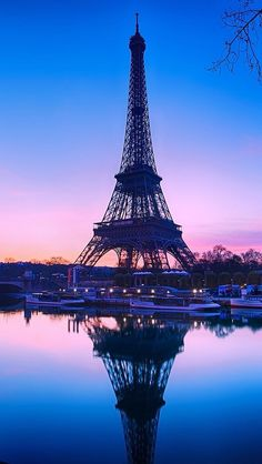 atraversso: Pink Paris by Charlie Joe Eiffel Tower Photography, Paris Photography, Nature Photography, Travel Photography, Torre Eiffel Paris, Paris Eiffel Tower, Beautiful Paris, Paris Love, Pink Paris