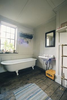 Love the tub, and feel of this bathroom